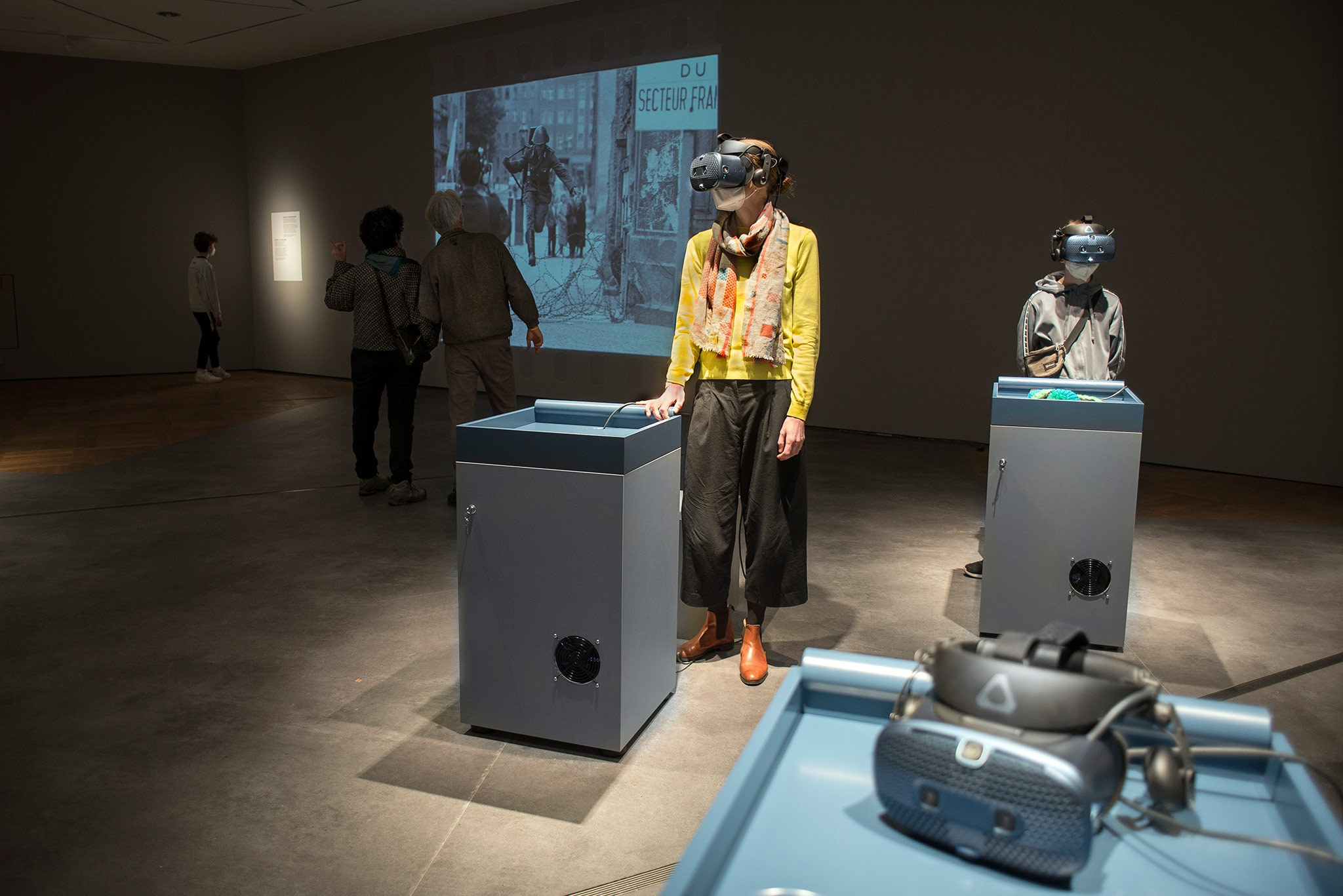 The Leap - Visitors with VR Headset, Projection
